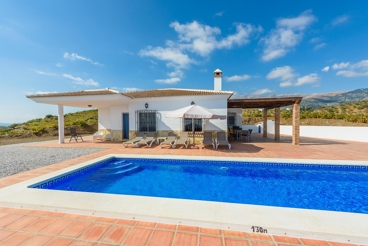Cosy holiday home with private pool and views