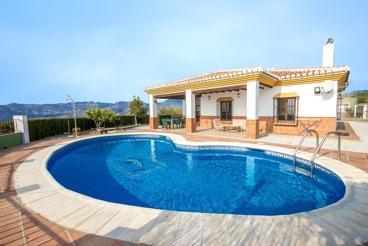 Mooi vakantiehuis met prachtig uitzicht en pool