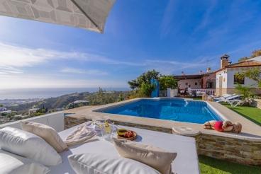 Mooie Villa met prachtige uitzichten & dicht bij Zee in Torrox