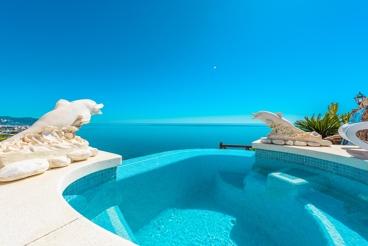 Villa con espectaculares vistas al mar cerca de Nerja