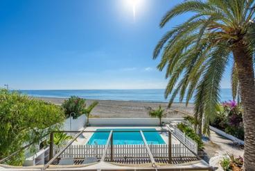 Spectacular beachfront villa on the Tropical Coast