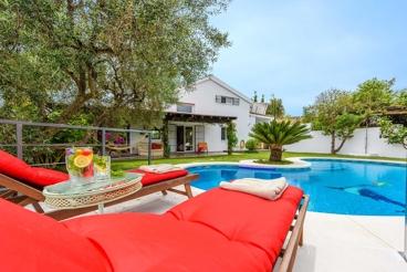 Spektakuläre Villa mit atemberaubendem Ausblick und schönem Garten
