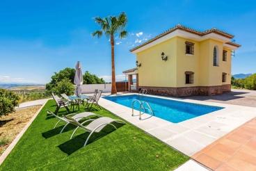 Jolie maison de vacances avec décoration rustique
