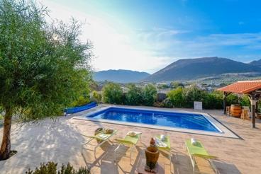 Coqueta casa rural con vistas a las montañas en la provincia de Granada