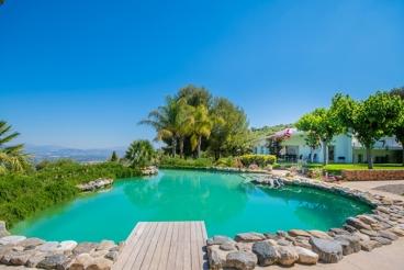 Spectacular villa with dreamlike outdoor area