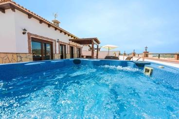 Coqueta casa de vacaciones con impresionante terraza y Jacuzzi exterior