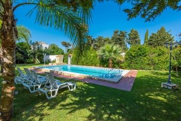 Amplia casa de vacaciones perfectamente cuidada con jardín