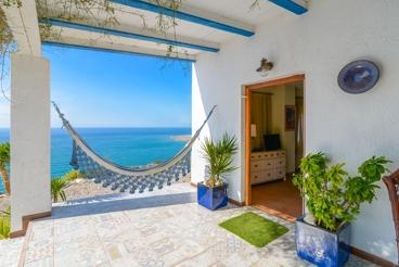 Splendid holiday villa near the beach
