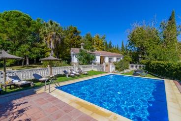Holiday villa with a gorgeous garden in Ronda
