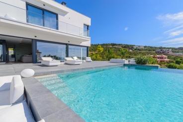 Luxury villa with indoor heated pool and Jacuzzi on the Costa de la Luz