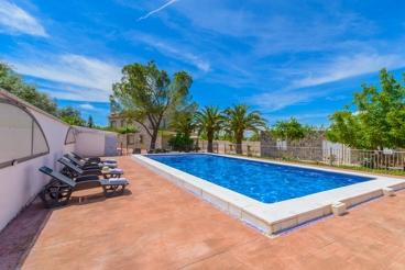 Casa de vacaciones con amplia zona exterior y piscina vallada