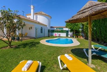 Bonita casa de vacaciones con coqueto patio privado en Conil de la Frontera