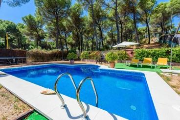 Casa rural con piscina a 12 kilómetros del centro histórico de Córdoba