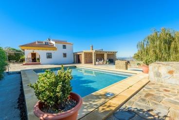 Holiday villa for 9 people, with cosy outdoor area in El Gastor