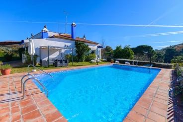 Excellente location de vacances avec piscine et joli jardin
