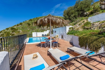 Rustic holiday villa overlooking the hills south of Antequera