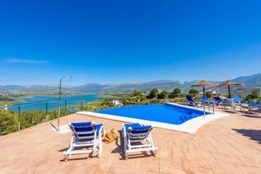 Villa avec piscine Infinity d'eau salée et vues spectaculaires