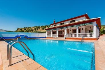 Casa de vacaciones con amplia zona exterior para grupos en Priego de Córdoba