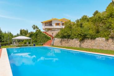 Splendid holiday villa overlooking the Sierra Nevada - 11km from Granada