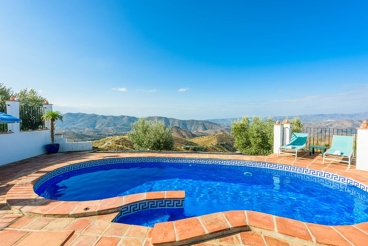 Holiday villa with panoramic views, chill-out area and private parking