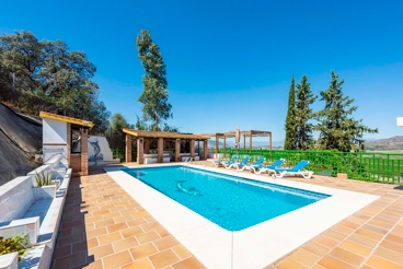 Holiday home for groups with covered BBQ and leisure areas in Malaga