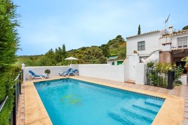Vakantiehuis met 2 slaapkamers met WiFi en AC - op 30 km van Marbella