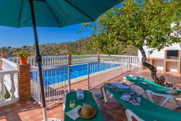 Vakantiehuis met 3 slaapkamers en een omheind zwembad in de heuvels van de provincie Malaga