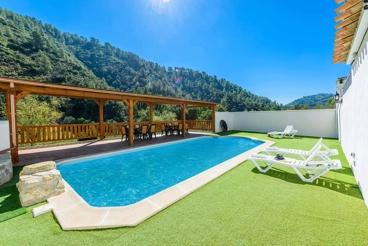 Holiday villa for groups with splendid gazebo in Montefrío