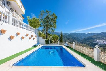 Casa de vacaciones con Jacuzzi exterior en la provincia de Málaga