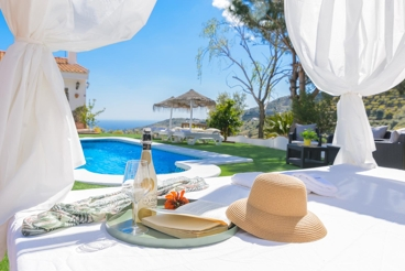 Vakantiehuis met enorme BBQ en Balinees bed in Torrox