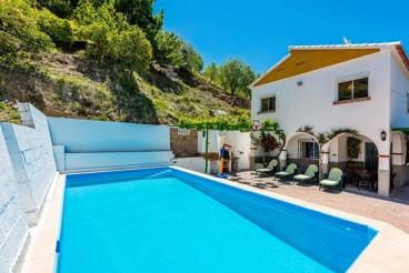 Spacious, two-storey holiday villa in the Sierra de las Nieves
