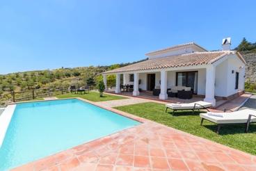 Moderna casa de vacaciones con vistas espléndidas y piscina Infinity