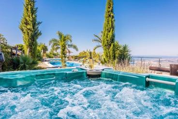 Superbe villa avec piscine chauffée et jacuzzi à Sayalonga