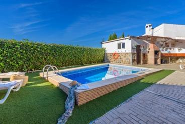 Casa de estilo rústico rodeada de olivares en la provincia de Málaga