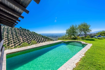 Fabulous holiday home with spectacular views - privacy guarantee