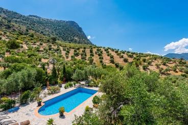 Holiday villa with fabulous lake views in El Gastor