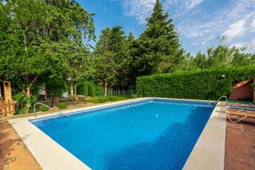 Casa de vacaciones con piscina vallada y vistas a 6 km de Antequera