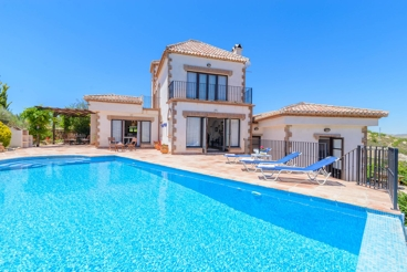 Holiday villa with pool not overlooked and panoramic views
