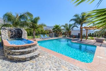Schönes andalusisches Ferienhaus mit hervorragendem Pool