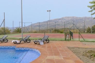 Ruim vakantiehuis met overdekte veranda en een panoramisch uitzicht in Arenas