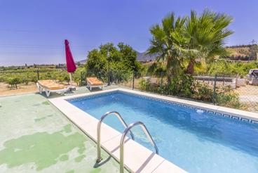 Casa rural con piscina vallada a 11 km del aeropuerto de Málaga