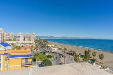 Beachfront holiday apartment in Torremolinos - sleeps 4