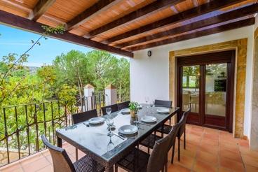 Lovely villa overlooking the Lake of Iznájar