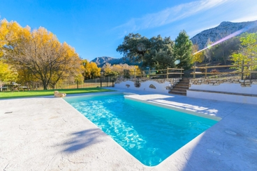 12-people country house in the province of Malaga with a splendid pool area