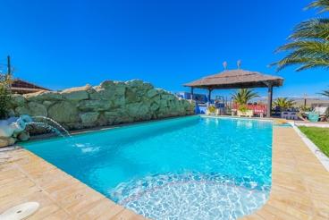 Magnifique villa pour groupes à 200 mètres de la plage