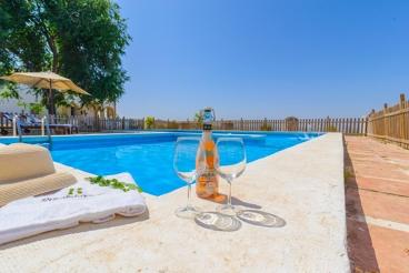 Lumineus vakantiehuis met modern meubilair en panoramische uitzichten