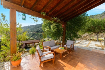 Holiday home with splendid viewpoints over the Sierra in the province of Malaga