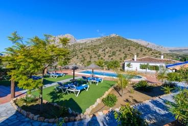 Splendid villa with breathtaking mountain views near El Chorro