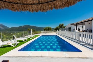 Herrliches Ferienhaus mit jeglichem Komfort mit Blick auf die Sierra in El Bosque