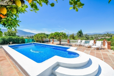 Holiday Home near the beach with garden and swimming pool in Cártama
